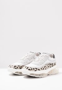 Bronx - BUBBLY - Sneakers laag - white/black - 4