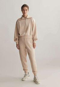 OYSHO_SPORT - Pantalon de survêtement - mottled beige - 1