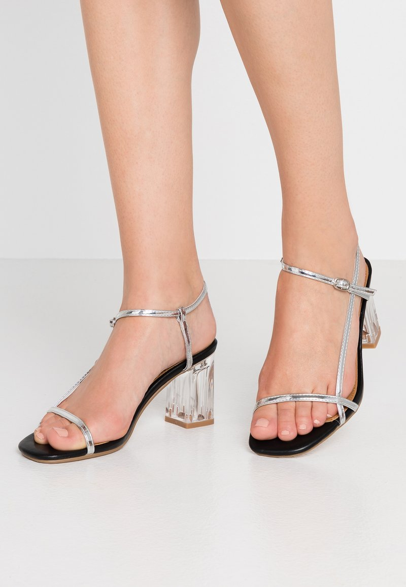 Rubi Shoes by Cotton On - HANNAH THIN STRAP HEEL - Sandály - silver