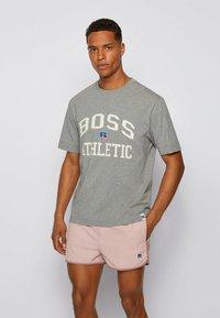 BOSS - Print T-shirt - grey - 0