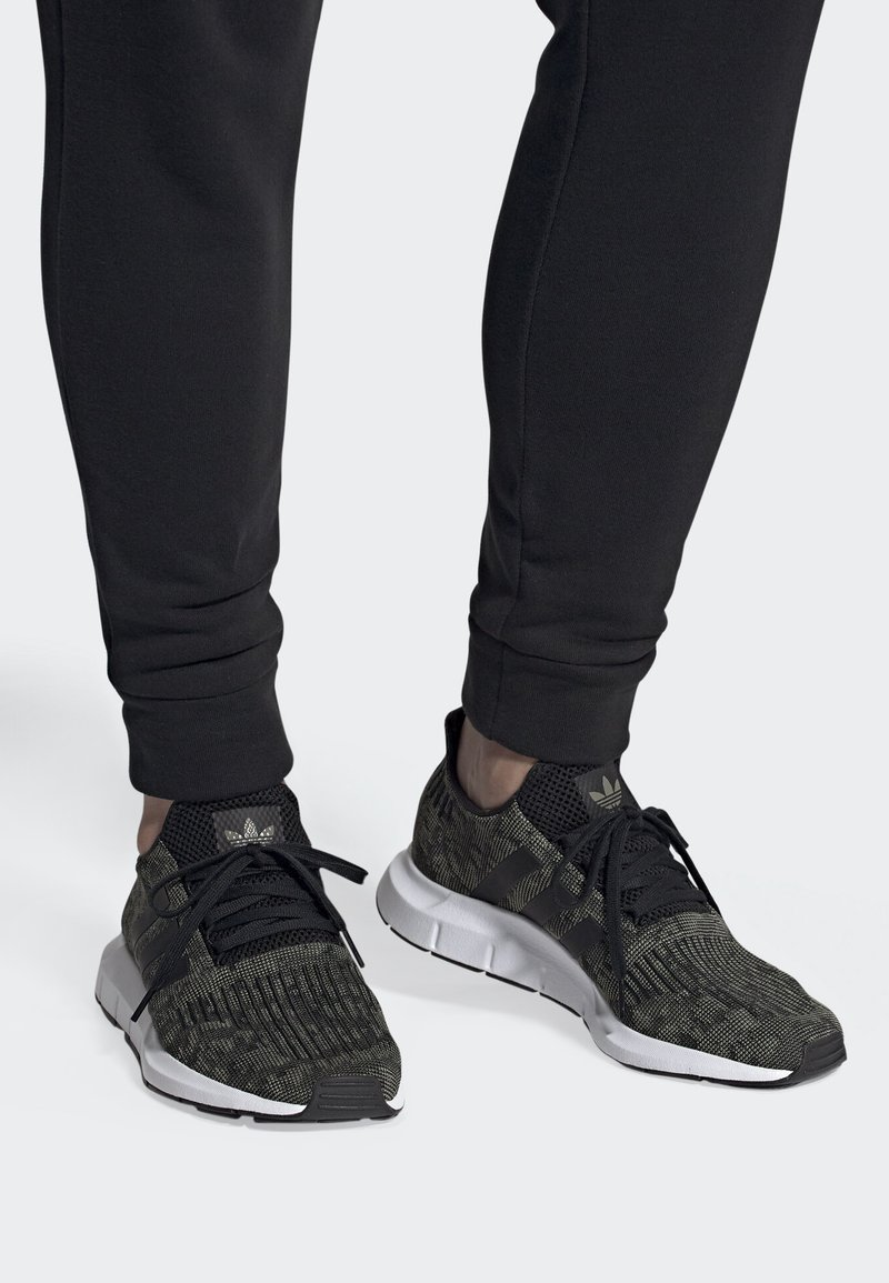 adidas Originals - SWIFT RUN SHOES - Trainers - green/black/white