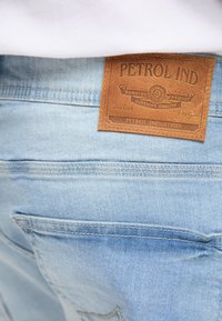 Petrol Industries - Denim shorts - bleached denim - 3