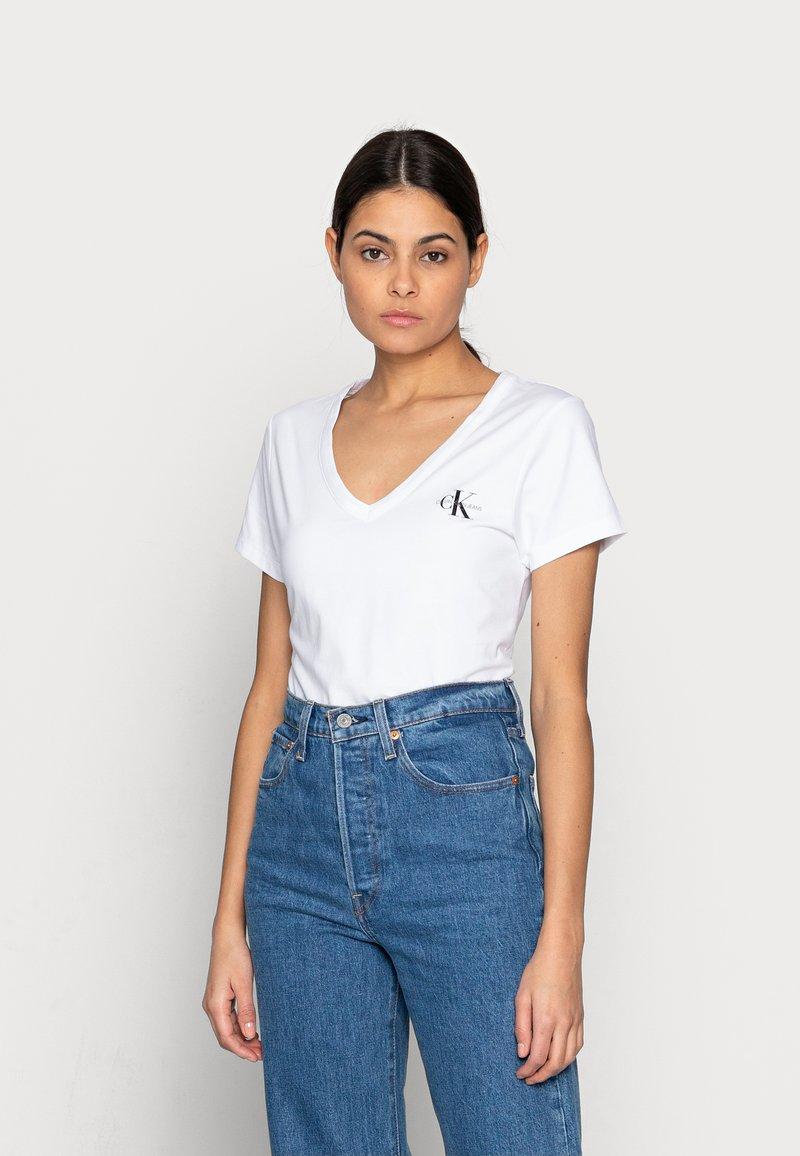 Calvin Klein Jeans - MONOGRAM SLIM V-NECK TEE - T-shirt basic - white