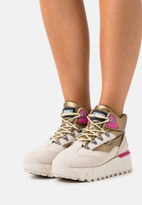 Tommy Jeans - HYBRID FLATFORM BOOT - Lace-up ankle boots - stony beige - 0