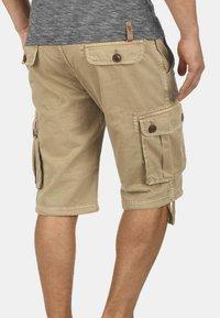 Solid - VIZELA - Shorts - dune - 1