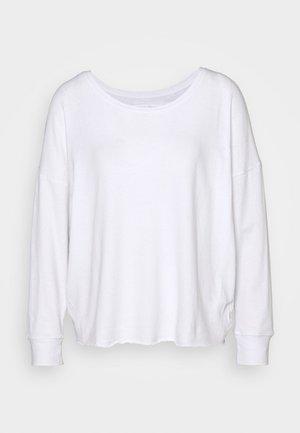 CREW RELAX SUSTAINABLE - Topper langermet - white