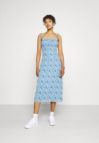 Missguided - TIE STRAP RUCHED BUST MIDAXI FLORAL - Day dress - blue - 1