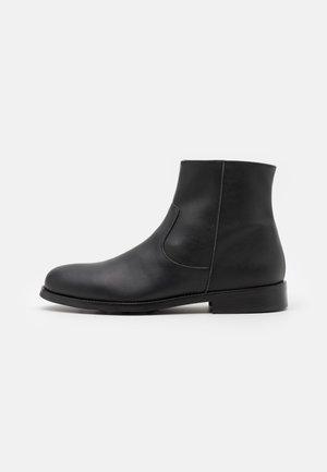 LESTER VEGAN - Korte laarzen - black