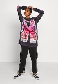NEW girl ORDER - SHE DEVIL MOTORCROSS LONG SLEEVE - Bluzka z długim rękawem - black - 1
