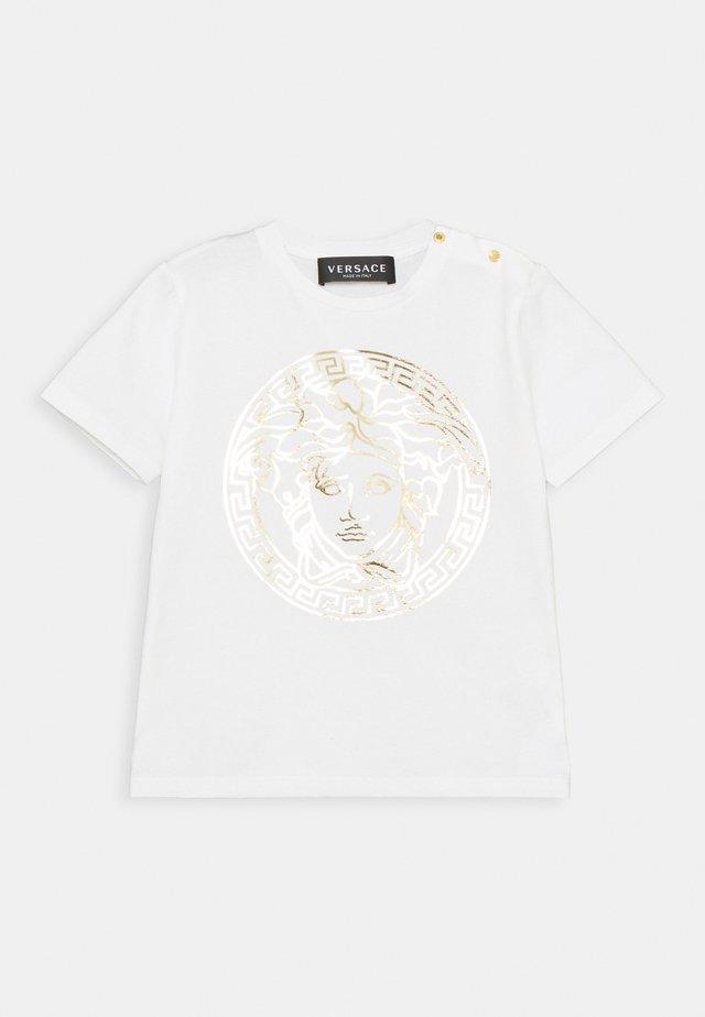 SHORT SLEEVES MEDUSA UNISEX - Triko spotiskem - white/gold