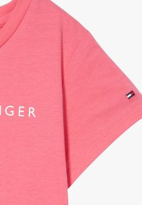 Tommy Hilfiger - ESSENTIAL TEE - T-shirt con stampa - pink - 3