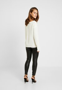 Missguided Petite - OPHELITA OFF SHOULDER JUMPER - Jumper - cream - 2