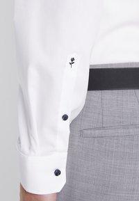 Seidensticker - SLIM SPREAD PATCH - Camisa elegante - weiß/hellblau - 6