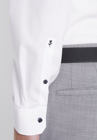 Seidensticker - SLIM SPREAD PATCH - Formal shirt - weiß/hellblau - 6