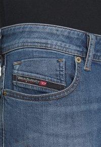 Diesel - SLEENKER - Jean slim - blue denim - 5