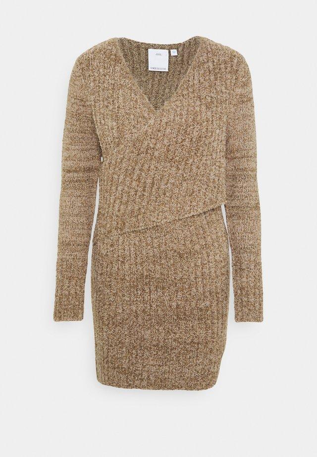 ANYONE ELSE DRESS - Gebreide jurk - putty