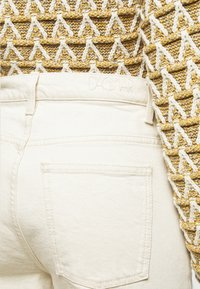 House of Dagmar - ALBA - Flared jeans - ecru - 4