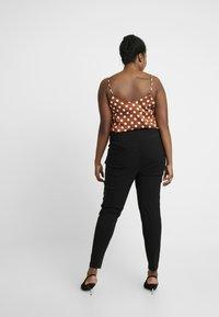 New Look Curves - TWO ZIP BENGALINE TROUSER - Pantalones - black - 2