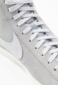 Nike Sportswear - BLAZER MID '77 UNISEX - High-top trainers - wolf grey/pure platinum/sail - 8