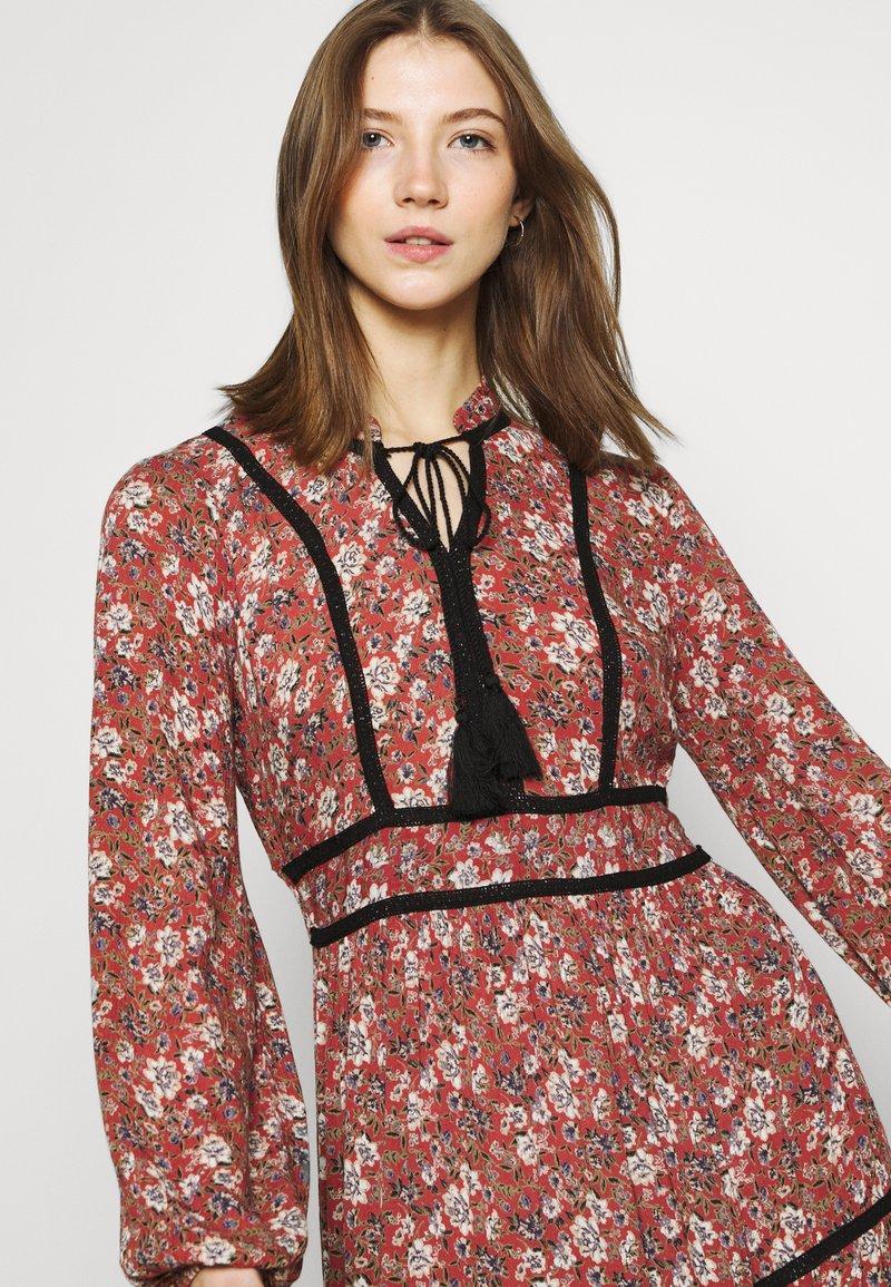 VMBELLA TIE DRESS   Freizeitkleid   marsala/bella