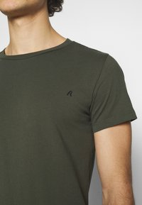 Replay - CREW TEE 3 PACK - Basic T-shirt - cold grey/ochre/military - 6