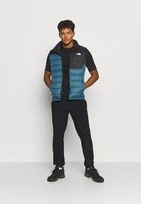 The North Face - ACONCAGUA VEST - Waistcoat - black mallard/blue - 1