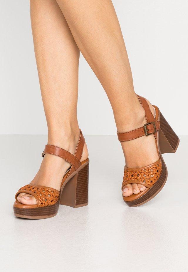 TAY - Sandály na vysokém podpatku - orange/brown