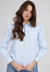 Guess - Button-down blouse - mehrfarbig, grundton blau - 0