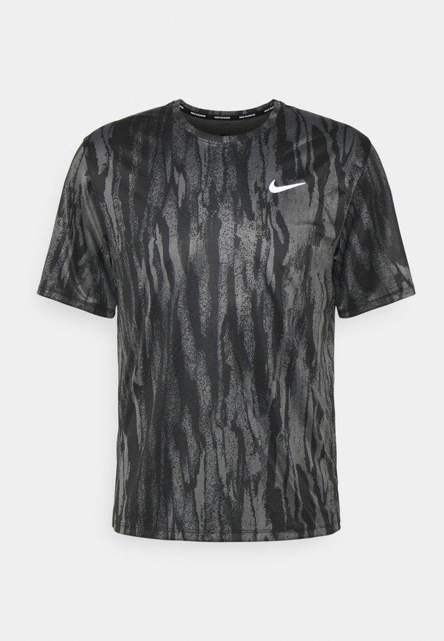 MILER - Print T-shirt - black