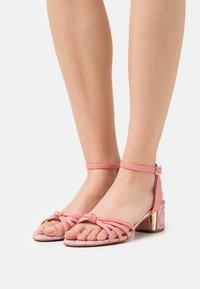 Coach - ELOUISE - Sandals - taffy - 0