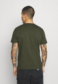 Calvin Klein - CHEST LOGO - T-shirt - bas - dark olive - 2