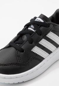 adidas Originals - TEAM COURT - Półbuty wsuwane - core black/footwear white - 2