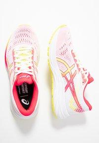 ASICS - GEL-EXCITE 6 - Zapatillas de running neutras - white/sour yuzu - 1
