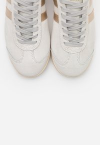 Gola - BULLET SAVANNA - Sneakersy niskie - offwhite - 5