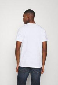 TOM TAILOR - Camiseta estampada - white - 2