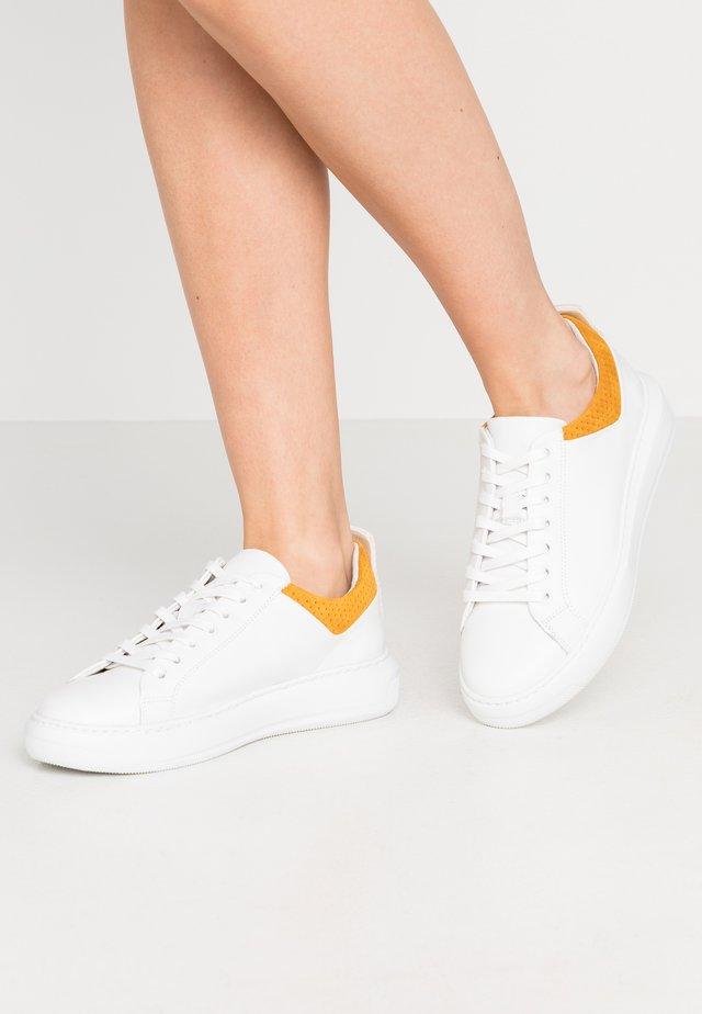 BIADAVA  - Sneakersy niskie - mustard