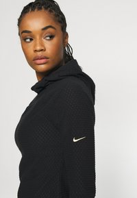 Nike Performance - Fleece jumper - black/metallic gold - 3