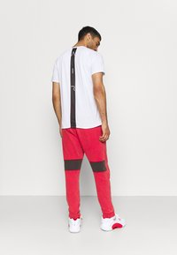 Jordan - AIR PANT - Tracksuit bottoms - gym red/black - 2