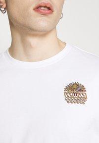 WAWWA - UNISEX SUNSPOTS - Print T-shirt - white - 6