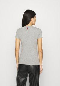 Guess - MINI TRIANGLE - T-shirt print - stone heather grey - 2