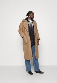 UGG - HATTIE LONG COAT - Klasický kabát - camel - 1