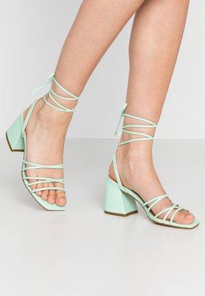 Sandály - mint