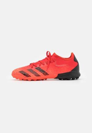 PREDATOR FREAK .3 L TF - Astro turf trainers - red/core black/solar red