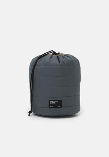 UTILITY CARRY ALL CASE UNISEX - Wash bag - welsh slate/khaki