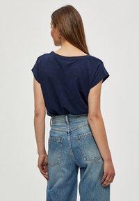 Minus - LETI - Basic T-shirt - black iris - 2