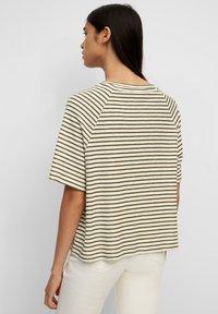 Marc O'Polo DENIM - RAGLAN - Print T-shirt - green - 2