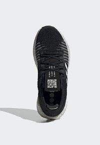 adidas Performance - PULSEBOOST HD - Obuwie do biegania treningowe - black - 2