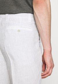 120% Lino - Shorts - stone soft fade - 3