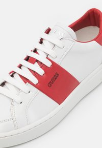 Guess - VERONA STRIPE  - Trainers - white/red - 5