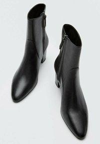 Massimo Dutti - Classic ankle boots - black - 3